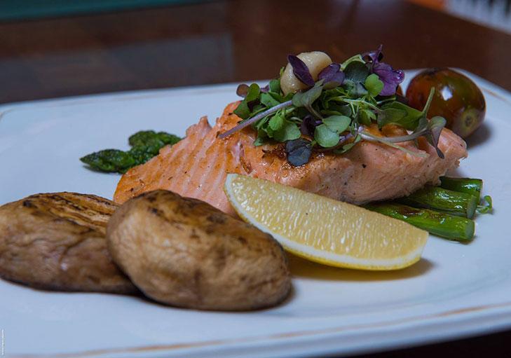 שף פרטי יאן ליברמן - דג סלמון עם תפוחי אדמה לימון ואספרגוס