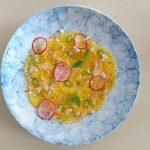 שף פרטי נועם כרמון - מנגו קפוא פרוס דק דק, משמן קוקוס וליים, צ'ילי חריף, נענע ואורז תפוח
