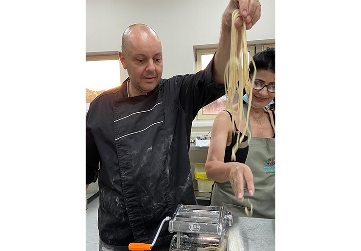 חיים סלומון שף פרטי, סדנאות בישול חוויתיות, מתמחה במטבחי הים התיכון: האיטלקי, התורכי והצרפתי. סדנאות איטלקיות