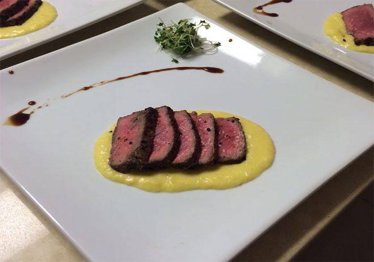 שף פרטי נתאי - סינטה צרובה עם פולנטת תירס טרייה, סויה כהה ותבלינים ארומטים
